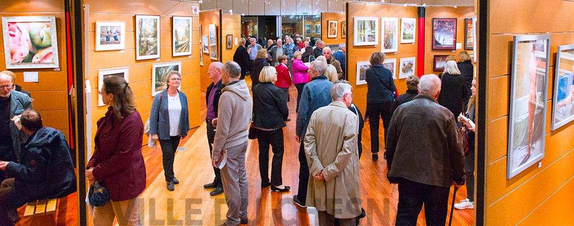 Salle d'exposition Maurice Cointe pendant une exposition